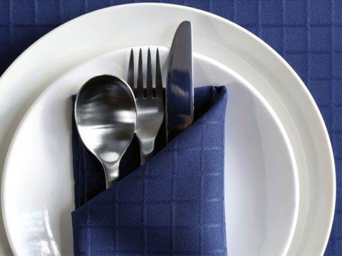 sử dụng màu xanh lam trong các bữa ăn giúp giảm cân