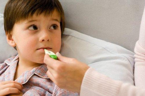 Trẻ bị sốt vào ban đêm nếu mẹ không xử lý kịp thời rất nguy hiểm