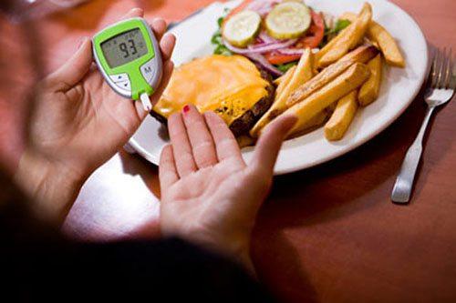 Ăn tối muộn làm tăng nguy cơ tiểu đường
