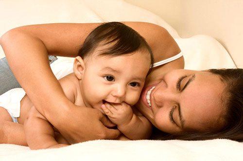 Bà bầu cần ăn đủ chất để đảm bào nguồn sữa cho bé