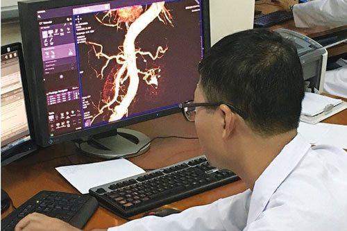 """Bác sỹ Phạm Minh Thông - người """"vá mạch não"""" đầu tiên ở Việt Nam - 2"""