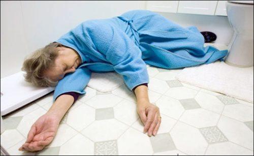 Chảy dãi khi ngủ là dấu hiệu của bệnh đột quỵ ở người già