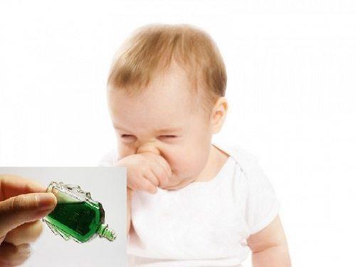 Trẻ em sử dụng nhiều dầu gió có thể gây xung huyết da