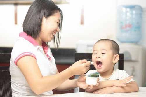 Bổ sung thực phẩm chứa canxi sẽ giúp bé phát triển chiều cao tốt hơn