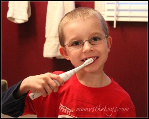 Mẹ hãy luôn nhẹ nhang nhắc nhỏ con đánh răng thay vì áp đặt!