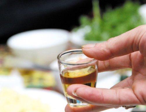 Uống nhiều rượu dễ bị đau đầu