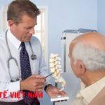 Bị gai cột sống nên gặp bác sĩ để được tư vấn