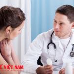 Bệnh u xơ tử cung nên đi khám để được bác sĩ tư vấn cách điều trị.