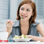 Bạn nên ăn chậm nhai kỹ nếu muốn trẻ lâu hơn