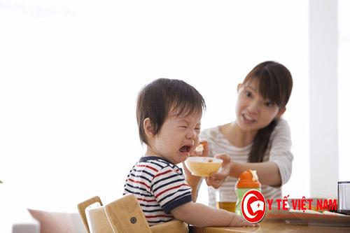 Trẻ biếng ăn khiến bố mẹ rất lo lắng