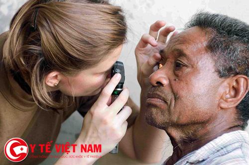 bệnh đau mắt hột có thể gây mù lòa.
