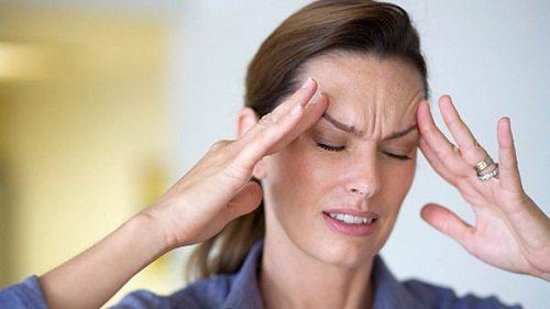 Đau đầu, chóng mặt là những biểu hiện rất rõ của huyết áp thấp