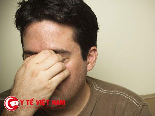 Vi khuẩn lậu còn gây viêm niệu đạo, gây ra hiện tượng sốt cao, nhức đầu, mệt mỏi