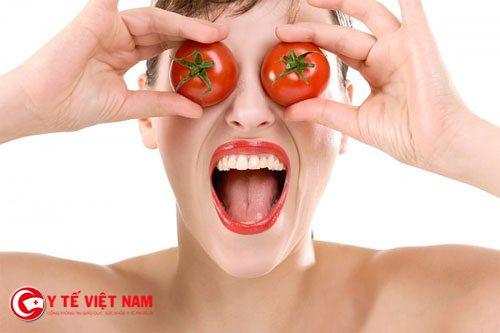 Đắp mặt nạ cà chua chăm sóc cho da