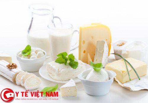 Người bị ung thư xương nên uống sữa và các chế phẩm từ sữa.