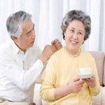 Sự quan tâm động viên từ người nhà giúp người bệnh thoái hóa khớp lạc quan hơn