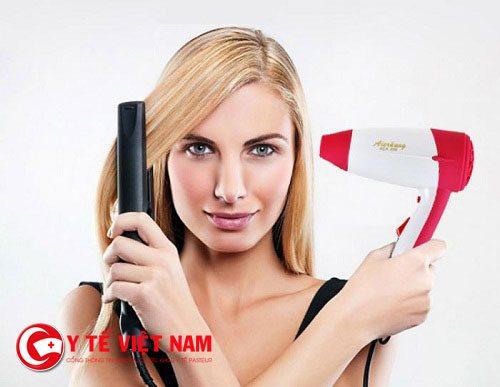 Chăm sóc tóc không đúng cách cũng là nguyên nhân khiển tóc rụng nhiều
