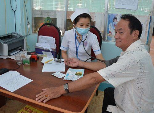 Đi kiểm tra sức khỏe khi có những dấu hiệu mắc bệnh cao huyết áp