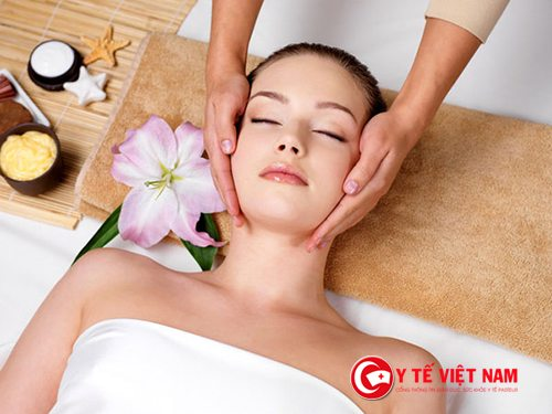 Massage da mặt khiến làn da căng bóng, mịn màng