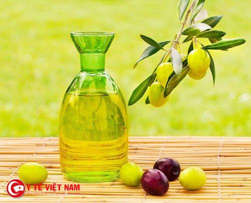 Hợp chất oleocanthal có trong dầu oliu có tác dụng giảm đau tự nhiên cho chị em