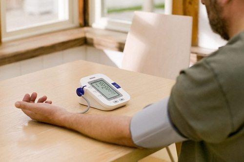 Người bệnh cần thường xuyên kiểm tra huyết áp