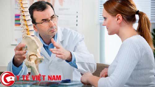 Mẹ bầu cần đến gặp bắc sĩ để được tư vấn về bệnh gai đôi cột sống