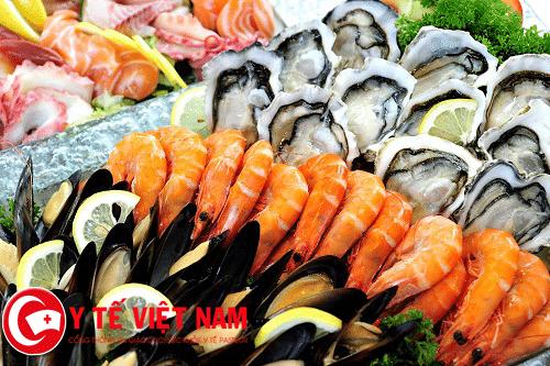Hải sản là một trong những thực phẩm người bệnh đau mắt đỏ nên kiêng