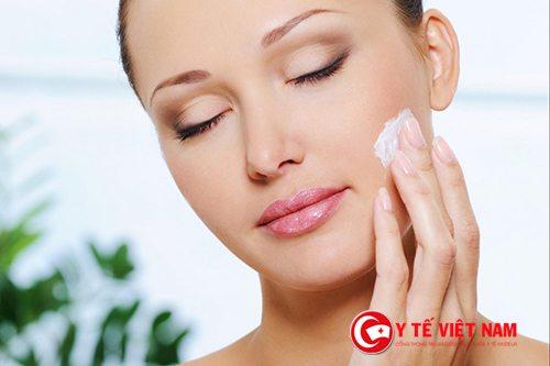 Sử dụng kem dưỡng da để làn da mịn màng hơn