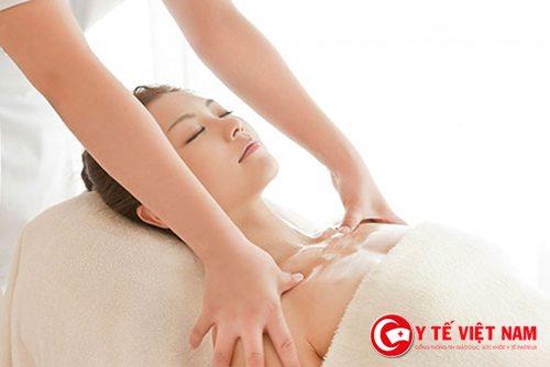 Massage bầu ngực nhẹ nhàng, thường xuyên