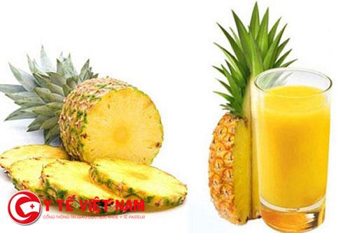 Uống nước ép dứa bổ sung nhiều dưỡng chất chữa viêm xoang