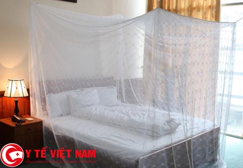 Phòng chống bệnh sốt rét bằng cách mắc màn khi ngủ