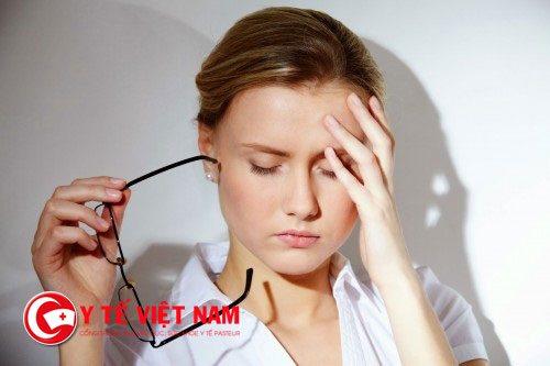 Sự thay đổi hormone là một nguyên nhân gây ra tình trạng rụng tóc nhiều ở chị em phụ nữ