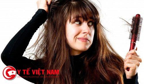 Rụng tóc theo mùa là hiện tượng phổ biến ở nhiều người