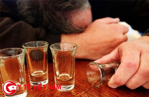 Bệnh đau mắt hột không nên uống rượu