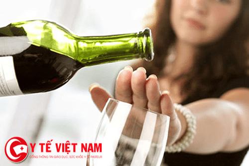 Bệnh xơ gan không nên uống rượu.