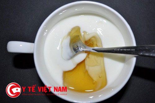 Sữa chua và dầu oliu có tác dụng trị gàu