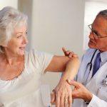 Thoái hóa khớp cổ tay thường gặp ở người già