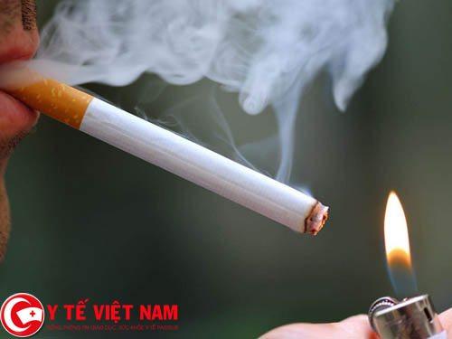 Người bị bệnh hen suyễn không nên uống rượu và hút thuốc lá