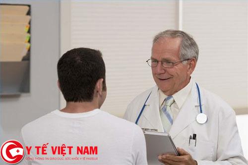 Lắng nghe tư vấn của bác sĩ chuyên khoa để có cách phòng ngừa bệnh an toàn