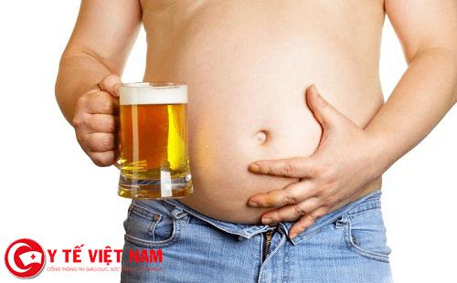 Uống rượu bia nhiều khiến gan nhiễm mỡ.