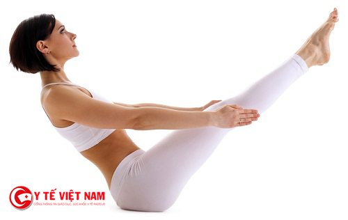 Tư thể chèo thuyền là một động tác khó trong yoga