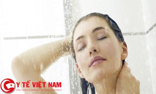 Do tắm nước quá nóng