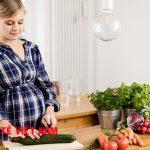 Những loại thực phẩm giàu axitfolic như rau xanh, thực phẩm dạng hạt, hoa quả...