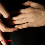 Đau bụng kinh sẽ giảm tức khắc nếu bạn biết cách bấm huyệt bàn tay