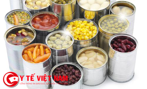 Người bênh nhồi máu cơ tim không nên ăn thực phẩm đóng hộp.