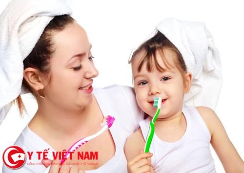 Đánh răng thường xuyên giúp giảm bớt bệnh sâu răng ở trẻ em