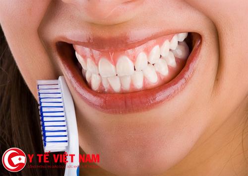 Trong quá trình điều trị bệnh viêm chân răng cần phải giữ gìn vệ sinh răng miệng