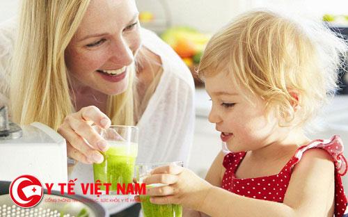 Điều chỉnh chế độ ăn uống cũng như sinh hoạt cho trẻ