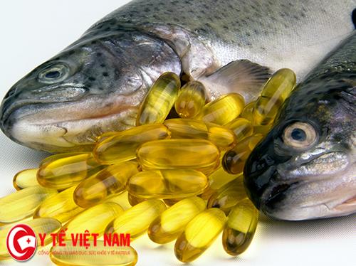 Dầu cá thực phẩm vàng cho người bị bệnh chàm.