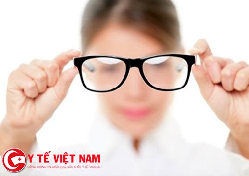 Người điều trị cận thị không nên quá lệ thuộc vào kính